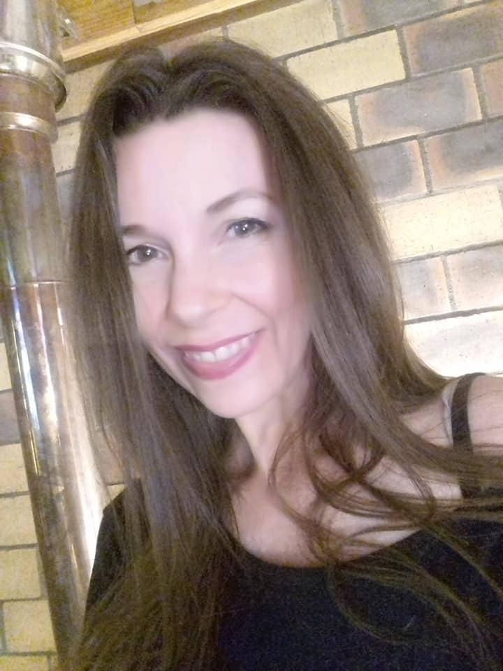 portrait de face valerie fernande ortega facilitatrice en transition de vie avec ikigaï sur le site vivre ma vraie nature